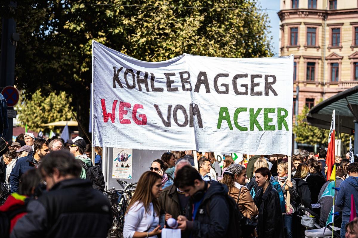 Plakat_Kohlebagger weg vom Acker