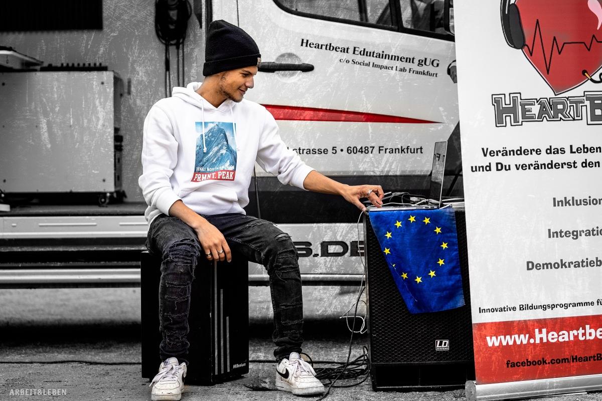 Rapper mit EU-Flagge